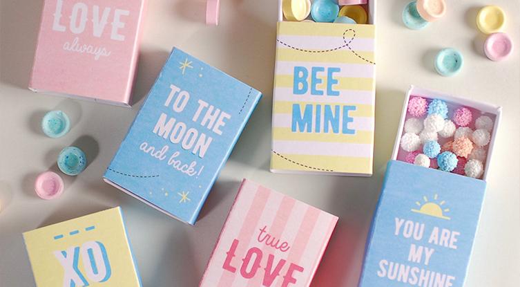 Scatole per regali con etichette da stampare gratis selfpackaging blog - Regalos de muebles gratis ...
